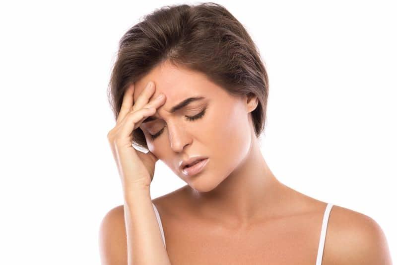 תופעות לואי של אישה שסובלת מסינוסיטיס